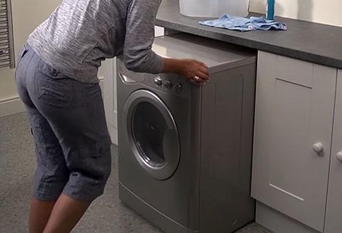 Preparazione trasloco lavatrice
