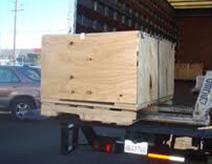 Consegna con automezzo munito di sponda idraulica